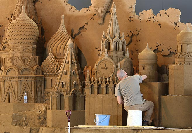 Check Out The Massive Sand Sculptures Inside The Sand Museum Of Tottori, Japan