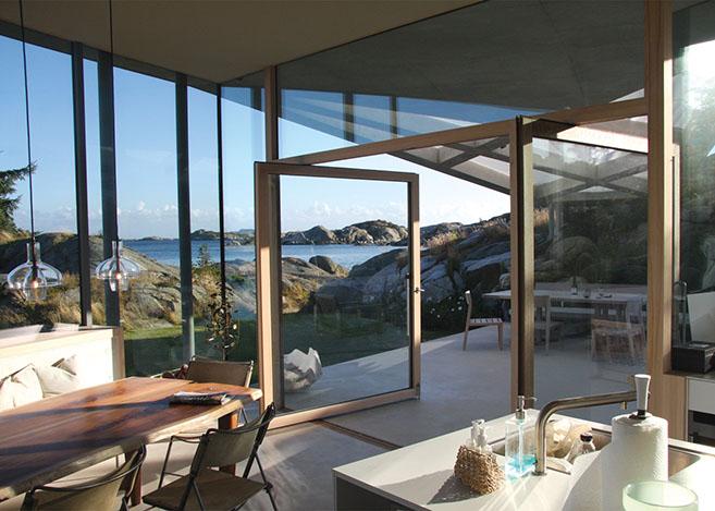 Lund Hagem S Breathtaking White Concrete Amp Glass Oceanside