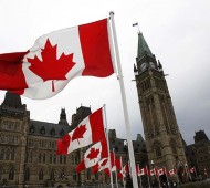 Canadian flags line the road around Parliament Hill during the National Day of Honour ceremony in Ottawa May 9, 2014. The event marks the end of Canada's military mission in Afghanistan. REUTERS/Blair Gable (CANADA - Tags: POLITICS MILITARY) - RTR3OI8G